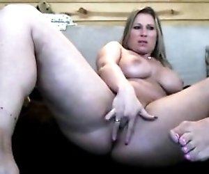 Blonde milf masturbates...